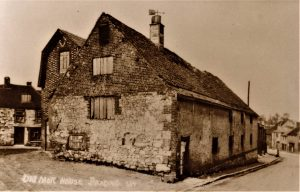 Brading. Bull Ring/High Street. The Old Malthouse. Prior to 1902. Postcard.