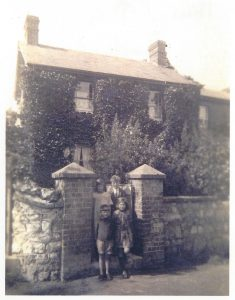 New Road, Brading. The house that used to stand where Durban is now. Photograph.