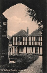 Postcard of Old Cottages in Quay Lane (Wax works). SB 017.